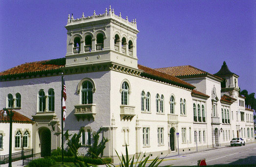 Town_Hall_Palm_Beach_1.jpg (73146 bytes)